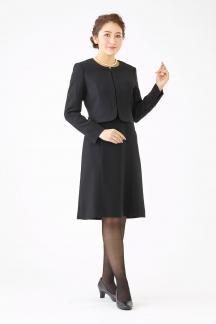 フォーマル感のあるノーカラージャケットアンサンブルです 幅広い年齢層の方に着用して頂けます 2020 喪服 女性 ブラックフォーマル レディース 礼服 レディース