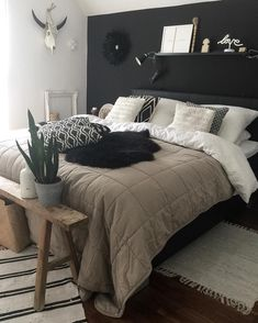 [New] The Best Home Decor (with Pictures) These are the 10 best home decor today. According to home decor experts, the 10 all-time best home decor. Home Decor Bedroom, Home Bedroom, Bedroom Interior, Bedroom Makeover, Bedroom Design, Master Bedrooms Decor, Bedroom Bed Design, Room Ideas Bedroom, Apartment Decor