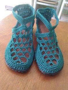 Crochet Boot Socks, Crochet Sandals, Crochet Slippers, Knit Shoes, Sock Shoes, Crochet Stitches, Knit Crochet, Crochet Shoes Pattern, Flipflops