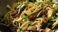 Stir-fried beef with rice noodles.