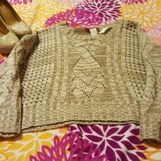 😄New fun pretty sweater crop now $8 Jr size large warm Sweaters
