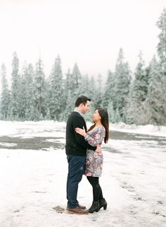 Snowflakes and kisses: Photography: http://www.stylemepretty.com/2015/02/17/snowy-snoqualmie-pass-engagement-session/ | Blue Rose Photography - bluerosepictures.com