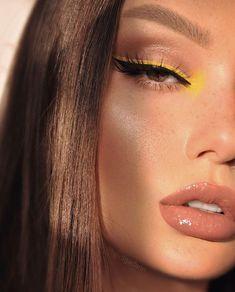 Klares gelbes Eyeliner-Make-up Shadows 10 Ultimate Summer Makeup Trends That Are Hotter Than The Sum Prom Makeup Looks, Cute Makeup, Gorgeous Makeup, Makeup Art, Beauty Makeup, Hair Makeup, Cheap Makeup, Beauty Skin, Eyeliner Make-up