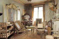 Een tijdcapsule met verborgen schat   Dit appartement in Parijs bleef 70 jaar onbewoond – In 1939, voor de start van de Tweede Wereldoorlog, vluchtte de bewoner van dit prachtige appartement in Parijs naar Zuid-Frankrijk en keerde nooit meer terug. Zeventig jaar later overleed zij. Zij had al die jarenlang …