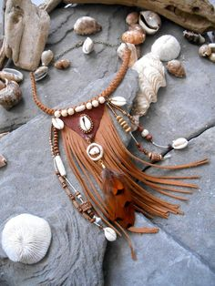 Sublime collier inspiration NATIVE AMERICAN Tribal par Minouchkita Get free woodworking tutorials an Leather Necklace, Leather Jewelry, Leather Craft, Boho Jewelry, Beaded Jewelry, Jewelery, Handmade Jewelry, Jewelry Design, Crea Cuir