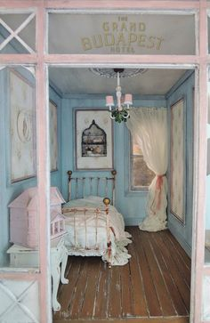miniature rooms Liberty Biberty: The Rose bedroom Liberty Biberty: The Rose bedroom Decor, House, Dolls House Interiors, Rose Bedroom, Bedroom Design, House Rooms, Miniature Rooms, Shabby Chic Furniture, Bedroom Vintage