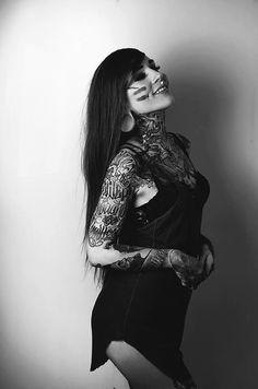 Model: Monami Frost