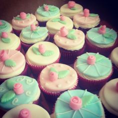 Shabby Chic cupcakes by Cupcakes & Dreams