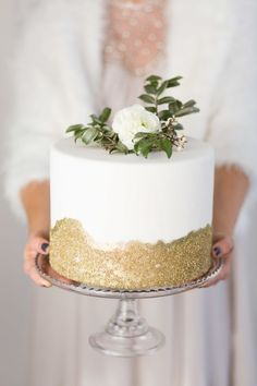 Earthily elegant cake with a swathe of gold glitter