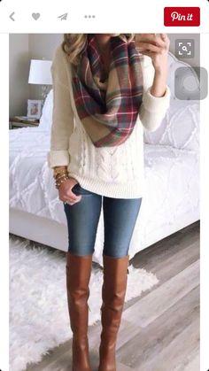 INVIERNOO. Usar un sweater blanco, una bufanda grande y bota uggs