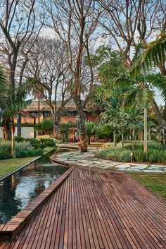 hotel landscape Carla Pimentel e Marina Pim - hotel Garden Design Plans, Garden Landscape Design, Landscape Architecture, Tropical Landscaping, Tropical Garden, Garden Landscaping, Jardim Natural, Desktop Background Nature, Bridge Design