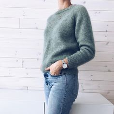 min grønne er tatt i bruk 🌿 eg har strikka den i to trådar Alpaca 1 og ein tråd Silk mohair frå Isager. til dei som… Winter Sweaters, Sweater Weather, Friends Fashion, Fall Winter Outfits, Cardigans For Women, Passion For Fashion, Knitwear, Cute Outfits, My Style