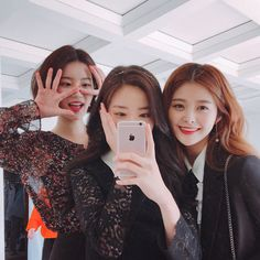 Image may contain: 2 people, people smiling, phone, selfie, closeup and indoor Korean Couple, Korean Girl, Asian Girl, Couple Girls, Korean Best Friends, Shadow Photos, Girl Friendship, Ulzzang Korea, Western Girl