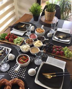 How to Make Money Breakfast Table Setting, Breakfast Platter, Dining Table Decor Everyday, Food Decoration, Food Platters, Cafe Food, Aesthetic Food, Food Presentation, Food Design