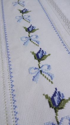 Butterfly Cross Stitch, Cross Stitch Rose, Cross Stitch Borders, Cross Stitch Flowers, Cross Stitch Designs, Cross Stitching, Cross Stitch Patterns, Hand Embroidery Design Patterns, Embroidery Motifs