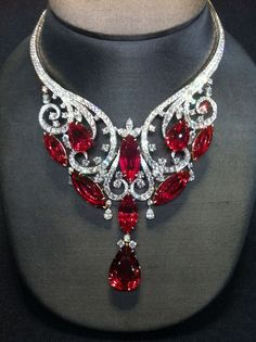 Jewelry Diamond : Magnificent necklace, 180 carats in spinel, Harry Winston. - Buy Me Diamond Ruby Necklace, Ruby Jewelry, Gems Jewelry, Bling Jewelry, Vintage Jewelry, Unique Jewelry, Diamond Necklaces, Emerald Earrings, Diamond Pendant