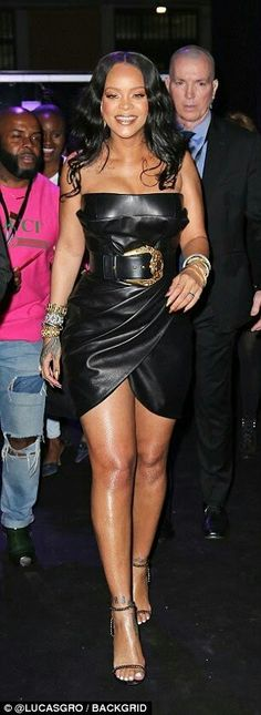 Rihanna puts on a busty display in very tight leather dress Rihanna Show, Rihanna Looks, Rihanna Riri, Rihanna Style, Fashion Line, Look Fashion, Womens Fashion, Black Leather Dresses, Jolie Photo