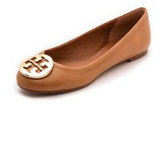 Tory Burch Reva Ballet Flats (390 BAM) ❤ liked on Polyvore featuring shoes, flats, sapatilhas, ballet flats, sapatos, royal tan, leather flat shoes, ballet pumps, flat pumps and ballet flat shoes