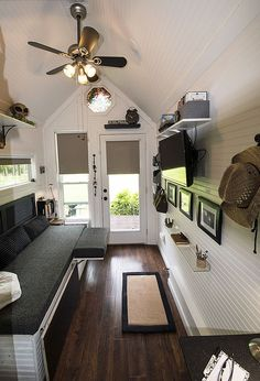 Small House Interior Design, Small Room Design, Tiny House Design, Modern Tiny House, Tiny House Living, Home Living Room, Tiny House Village, Tiny Houses For Sale, Small Space Living