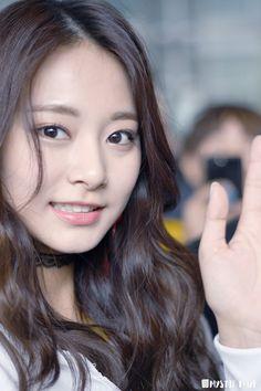 Beauty colliding with talent Twice Jyp, Tzuyu Twice, Korean Women, South Korean Girls, Kpop Girl Groups, Kpop Girls, Asian Woman, Asian Girl, Nayeon