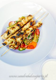 Chicken satay with a refreshing salad - a little bit of Asia on your plate.
