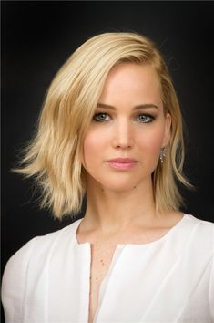 Haircuts for women of 40 years round face – Outfit Fashion - Best Fashion, Outfits & Trends Ideas Cabelo Jennifer Lawrence, Jennifer Lawrence Pics, Jenifer Lawrens, Bob Cuts For Women, Jennifer Laurence, Katniss Everdeen, Tips Belleza, Cool Haircuts, New Hair