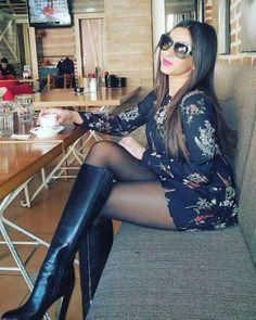 Black Pantyhose with Black Patent Leather Boots Pantyhose Outfits, Black Pantyhose, Black Tights, Sexy Boots, Cool Boots, Mode Outfits, Sexy Outfits, Outfit Vestido Rojo, Botas Sexy