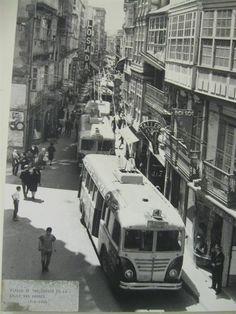 Atasco de trolebuses en la calle San Andrés, A Coruña (Galicia, España). Principios de los 60 WhatWasThere | Explore Photos