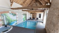 Espace détente : piscine intérieure chauffée, spa, hammam et sauna Espace Design, Piscina Interior, Architecture Jobs, Timber Frame Homes, Indoor Swimming Pools, New Home Designs, Pool Houses, Pool Designs, My Dream Home