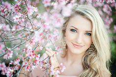 Soft colors, light, and a gentle blur. Senior Portraits Girl, Senior Girl Photography, Senior Photos Girls, Spring Photography, Prom Photos, Senior Girls, Love Photography, Portrait Photography, Senior Posing