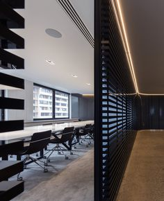 Multi-disciplinary design firm Turner has recently designed a new office environment for their operations in Sydney, Australia. Turner has undergone an Lobby Interior, Office Interior Design, Space Interiors, Office Interiors, Corporate Interiors, Australian Architecture, Office Environment, Interior Concept, Design Strategy