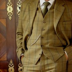FRASER TWEED 3 PIECE SUIT by Bookster