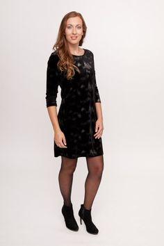 """ee2ddf5e44045f Deze little black dress van Smash! is bezaaid met zilverkleurige """"vlekken""""  en heeft"""