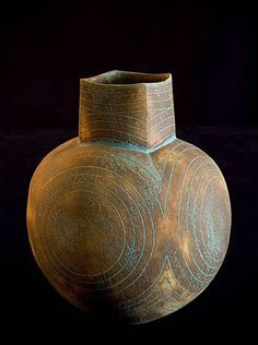 Vasen - Home Decor: John Ward -mehr - - Home Deco Ceramic Tools, Ceramic Vase, Ceramic Pottery, Pottery Art, Pottery Studio, John Ward, Bottle Vase, Ceramic Design, Contemporary Ceramics