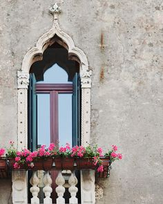 Venice Photography Venice Window Photo by EyePoetryPhotography Gothic Architecture, Architecture Details, Venice Photography, Art Photography, Gothic Windows, Kitchen Design Open, Pink Home Decor, Window Wall, Italy Vacation