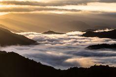 新潟県長岡市魚沼市・枝折峠 Clouds, Japan, Mountains, Water, Travel, Outdoor, Beautiful, Gripe Water, Voyage