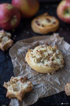 Streusel Rosinenschnecken mit Apfel und Marzipan #rosinenbäckerei