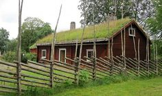 House from Sweden with fence 'gärdsgård'.