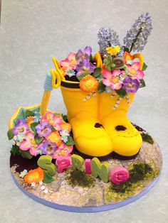 Springtime Rain Boots Cake Decorating Class by Susan Carberry. 2 Day cake class on April and Pig Birthday Cakes, Tea Party Birthday, Pig Cupcakes, Cupcake Cookies, Beautiful Cakes, Amazing Cakes, Fantasy Cake, Cake Decorating Classes, Garden Cakes