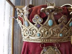 Detail of Queen Marie of Romania's crown. Royal Crown Jewels, Royal Crowns, Royal Jewelry, Tiaras And Crowns, Royal Tiaras, A Royal Affair, Family Jewels, Circlet, Royalty