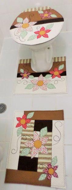 Jogo para banheiro confeccionado com tecidos 100% algodão. <br>Tapetes para decoração, não vem com antiderrapantes. <br>Caso o cliente queira terá um acréscimo de 50,00.