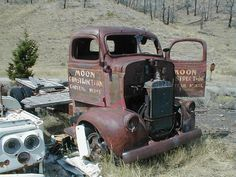 Abandoned cars and barn finds picture thread! Antique Trucks, Vintage Trucks, Vehicle Signage, Old Pickup Trucks, Cab Over, Abandoned Cars, Unique Cars, Drag Cars, Commercial Vehicle