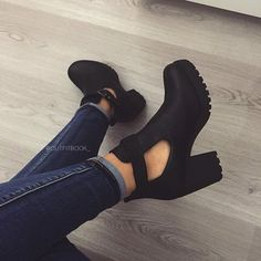 Pretty Shoes, Beautiful Shoes, Cute Shoes, Me Too Shoes, Sock Shoes, Shoe Boots, Ankle Boots, Dream Shoes, Crazy Shoes