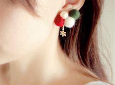【※写真は左耳用ですが、お送りするのは右耳用です。】コットンパールとフェルト玉がぽこぽこついている可愛くてあったかいイヤリングです。クリスマスのイベントにどう... ハンドメイド、手作り、手仕事品の通販・販売・購入ならCreema。