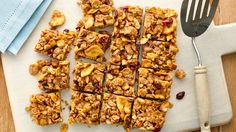 These no-bake bars combine Nature Valley™ honey oat clusters cereal with almonds and almond butter for the perfect snack. Easy Snacks, Healthy Snacks, Healthy Sweets, Healthy Bars, Healthy Recipes, Filling Snacks, Healthy Appetizers, Healthy Drinks, Kitchens
