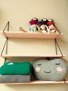 Arrivage aujourd'hui de couvertures, poupées chat et étagères de chez Rose In April...www.choo-design.fr