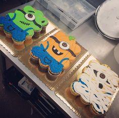 Halloween Cupcakes, Halloween Sweets, Holiday Cupcakes, Halloween Baking, Minion Cupcakes, Giant Cupcakes, Ladybug Cupcakes, Kitty Cupcakes, Snowman Cupcakes