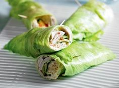 Healthy Turkey & Cucumber Lettuce Wrap - iceberg lettuce, sliced roasted turkey, cucumber, hummus, paprika yum these sound delish! getting ready for my 8 week weight loss challenge at work Healthy Snacks, Healthy Eating, Healthy Recipes, Healthy Wraps, Diet Recipes, Fun Recipes, Recipies, Simple Healthy Lunch, Delicious Recipes