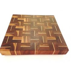 Arbol 16 x 16 in. walnut and maple end-grain cutting board - Artisans Cheese Cutting Board, End Grain Cutting Board, Diy Cutting Board, Wood Cutting Boards, Butcher Block Cutting Board, Chopping Boards, Woodworking Box, Popular Woodworking, Woodworking Projects Plans