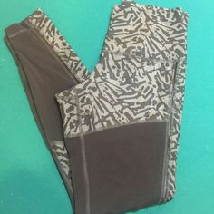 LULULEMON Hot To Street Animal Legging 8 NWOT LULULEMON Hot To Street Animal Legging 8 - essentially NWOT- tried on and don't fit- I'm a 6 need an 8! lululemon athletica Pants Leggings